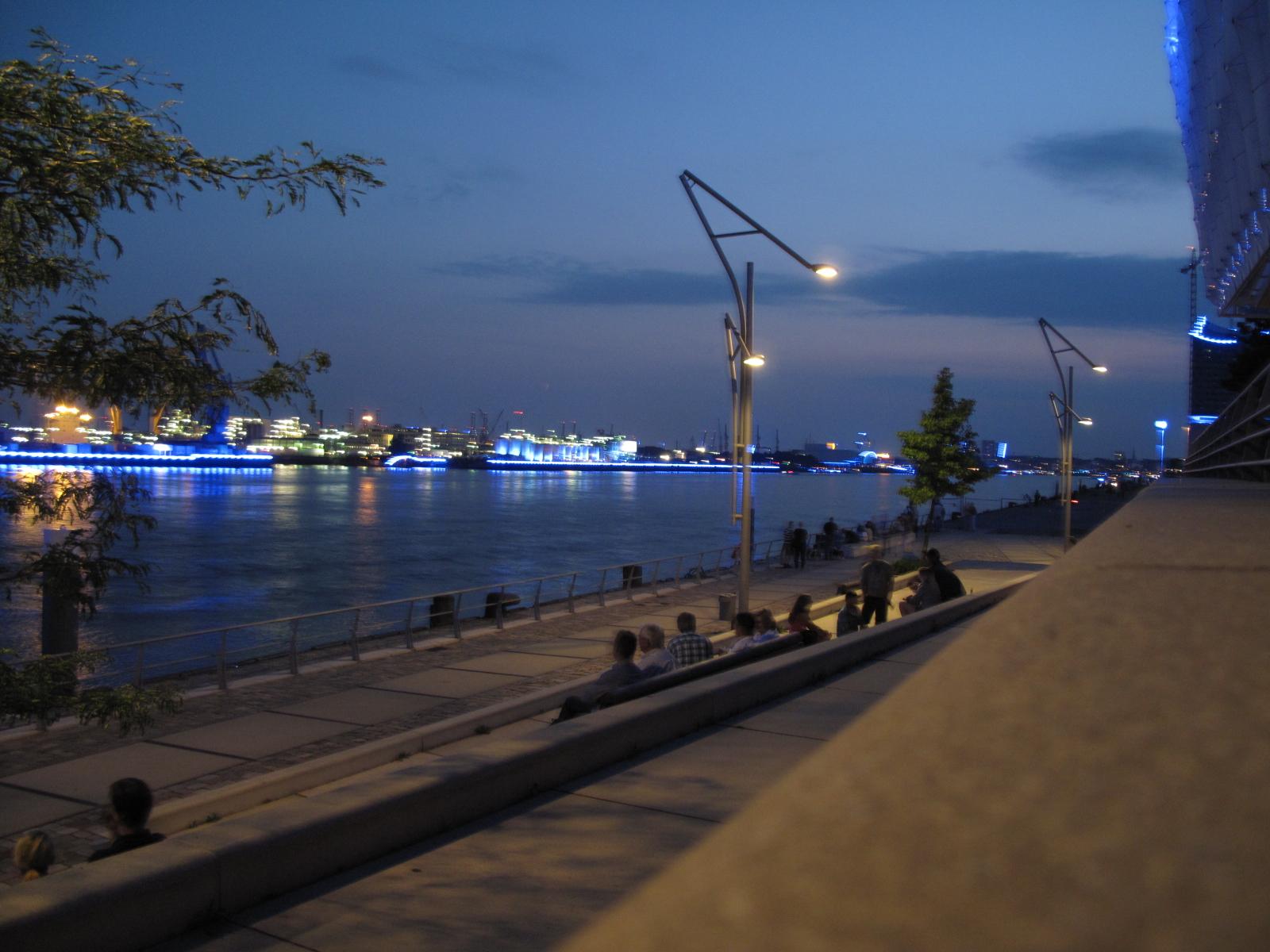 Blue Port vorm Unilever-Haus